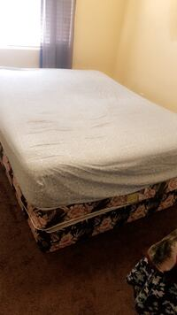 white and gray floral mattress Arvin, 93203