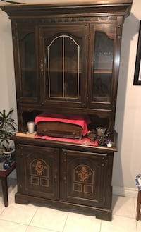 Wood china cabinet  Vaughan, L4K 2R1