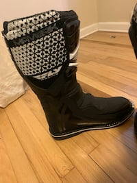 Brand new size 14 riding boots  Mont Alto, 17268