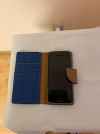 I-Phone 6 (SE) with case and head set Vancouver, V5W 1H1
