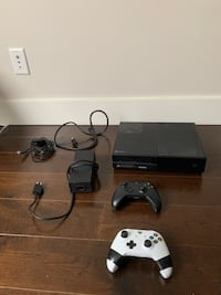 XBOX ONE with 2 Controllers + Power Cord and HDMI Vancouver, V5W 1V8