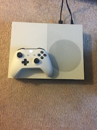 White xbox one console with controller Baltimore, 21215