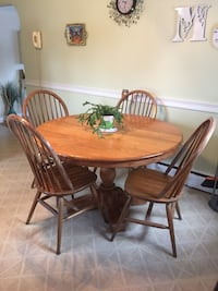 Oak Kitchen Table w/ 4 Chairs