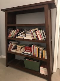 Solid wood bookshelf, like new condition Arlington, 22206