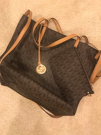 Michael Kors with wallet / few times used  Frederick, 21704