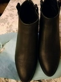 Black Ankle Boots size 10 Wide  Helena