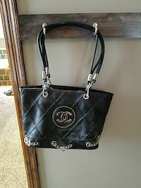 women's black Chanel leather tote bag
