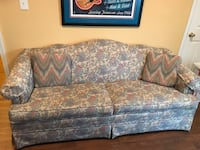 Broyhill Sofa 2 seat with pillows!!