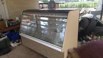 **Great 6 Foot Display Case - Working Lights**