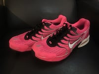 Excellent used condition Nikes. Women's size 12. Would also fit men's 10.5   Windsor, N8Y 2P4