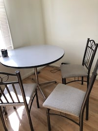 Table and chairs Livonia, 48152
