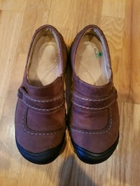 pair of brown leather shoes Eleva, 54738