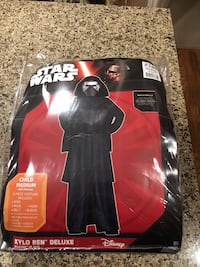 Kylo ren costume used once child medium 8 to 10 yrs Langley, V3A 1G2