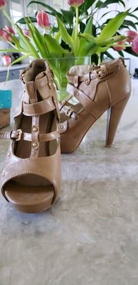 $15 neutral open toe ankle strap heels..SIZE 8   Toronto, M9N 3A5