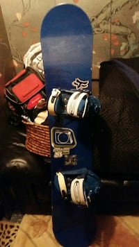 blue and white snowboard with blue-and-white bindings Whitby, L1R