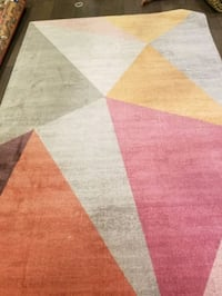 Brand new area rug 5x8ft wool