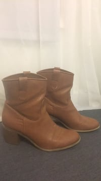 pair of brown leather boots East Berne, 12059