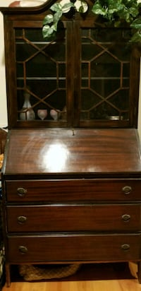 brown wooden framed glass cabinet Columbia, 17512