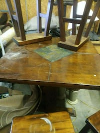 46' High Pub Table & Chairs Solid! New Albany, 47150