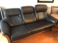 Leather reclining sofa  Mississauga, L4W