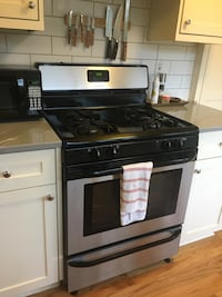 Frigidaire gas oven and range  Portland, 97211