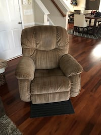 Recliner for sale- everything still works Pineville, 28210