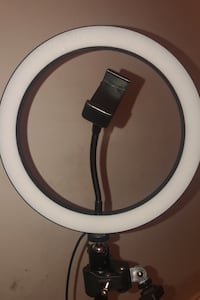Price might be negotiated $Ring light with tripod (needs to be sold ASAP) Chicago, 60628