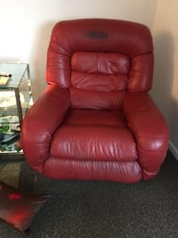 Red leather lazy boy recliner Anchorage, 99518