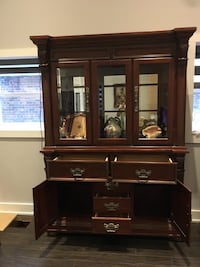 Beautiful wooden china cabinet Mississauga, L5H 2S1