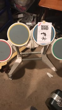 white and black drum set 465 mi