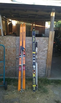 pair of brown snow skis Inglewood, 90303