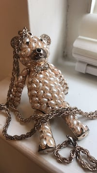 white beaded bear pendant with silver chain necklace Hagerstown, 21742