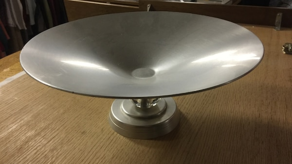 round gray footed tray