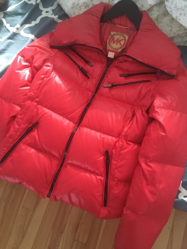 Red zip-up bubble jacket 269a7e69-980e-4e91-ad17-ffd2909f1f60