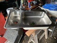 Kitchen sink with hook up for garbage disposal  Fredonia, 14063