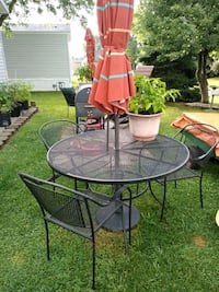 Patio set cast iron table and chairs
