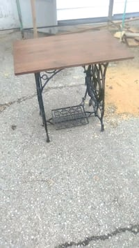 Sewing machine table late 1800s Chatham-Kent, N8A 2Z7
