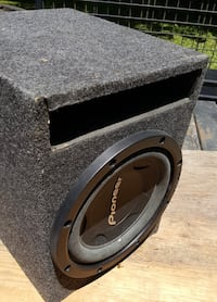 Pioneer 1000 w subwoofer with enclosure. This baby is compact but LOUD! Bay Minette, 36507