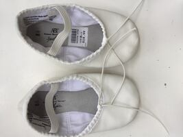 Girl's white ballet shoes size 8,5