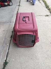 red and black pet carrier 572 mi