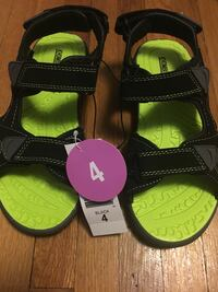 Kids sandals nwt Windsor, N8X 1S2