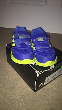 Toddler's blue-and-green shoes with box Milwaukee, 53224
