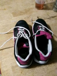 pair of black-and-pink running shoes Summerfield, 34491