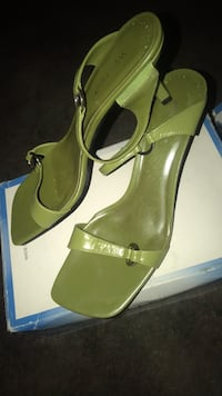 Pair of green leather open-toe heeled sandals Redding, 96001