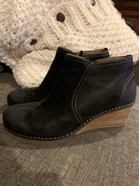 pair of black leather boots Springfield, 22153