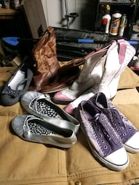 Size 2 girls shoes and boots take all for 5 for 15 Bruceville-Eddy, 76524