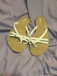 pair of brown leather thong sandals Cambridge, N1R 6Z5