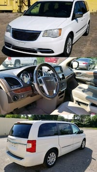 Chrysler - Town and Country - 2011 Houston