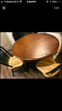 Round Dining table with 4 chairs Bloomfield, 06002