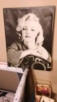 Marilyn Monroe photo with black wooden frame Houma, 70360